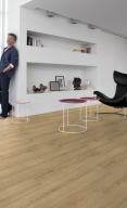 0464_picadilly_livingroombis